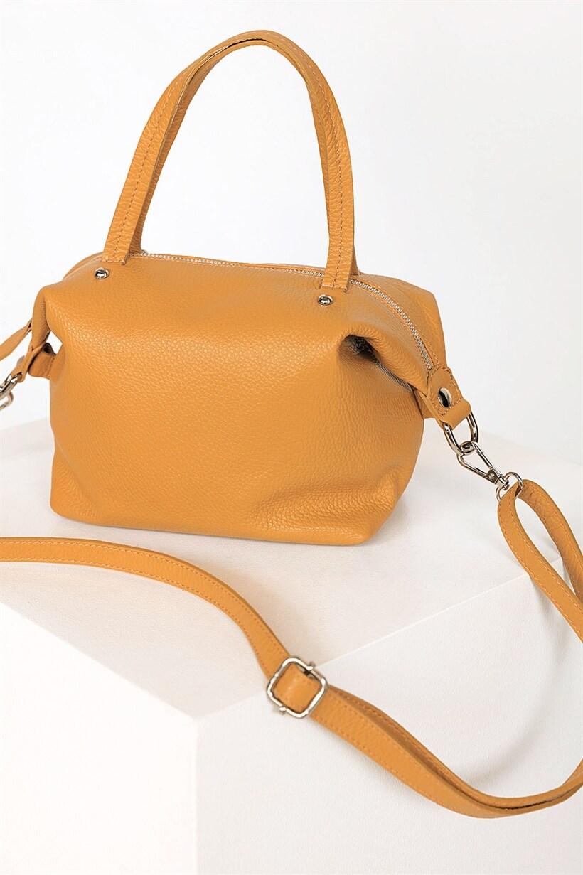 väska med avtagbar axelrem